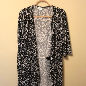 LULAROE LARGE SNOW LEOPARD SHIRLEY